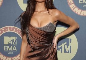 Madison Beer de mega decote nos MTV EMAs