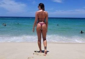 Renata Molinaro semi-nua e sensual nas redes sociais