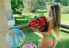 MC Bragança praticamente nua nas redes sociais